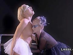 Порно оргазм струей