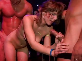 Секс зрелых на улице видео