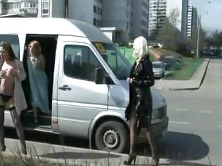 Смотреть порно дрочат на улице