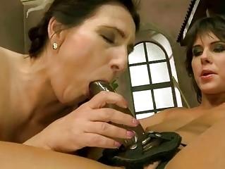 Как заниматься сексом на улице смотреть видео
