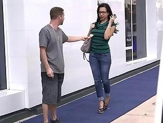 Порно видео на улицах чехии