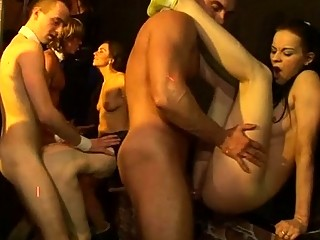 Секс на улице приставание видео бесплатно